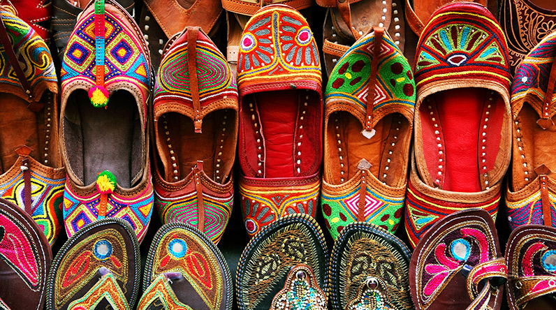 Traditional Moroccan slippers / Shutterstock