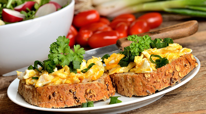 Scrambled eggs on wholemeal toast / Shutterstock
