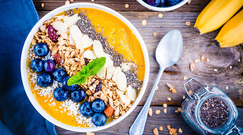 Mango and pineapple smoothie bowl / Shutterstock