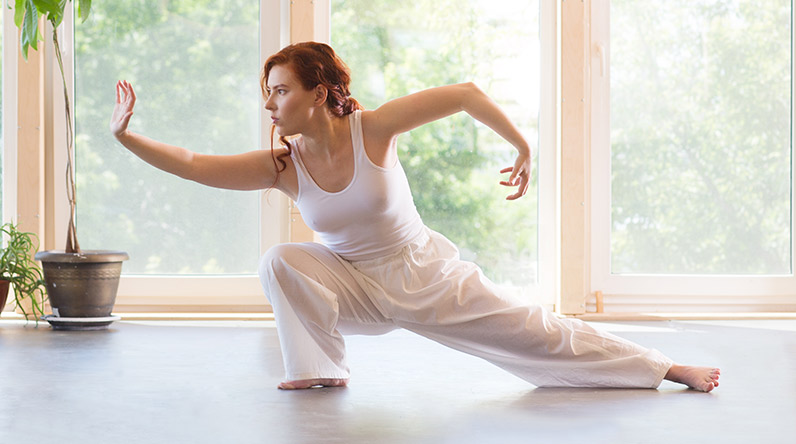 Woman doing Tai Chi for exercise / Shutterstock
