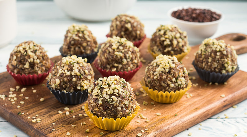 Almond and chickpea energy balls / Shutterstock