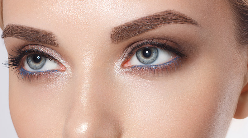 Woman with beautiful eyebrows / Shutterstock