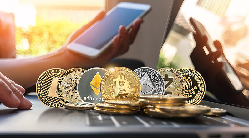 Trading cryptocurrency online / Shutterstock